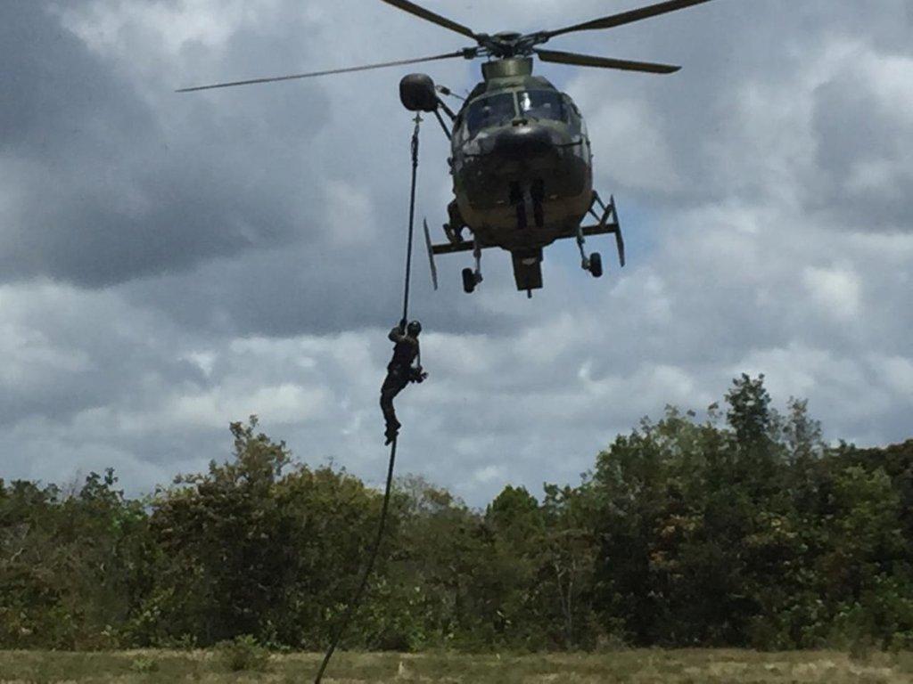 Integrantes do 1º BIS (Amv), em permanente prontidão, realizam estágio de Operações na Selva! Confira as imagens!