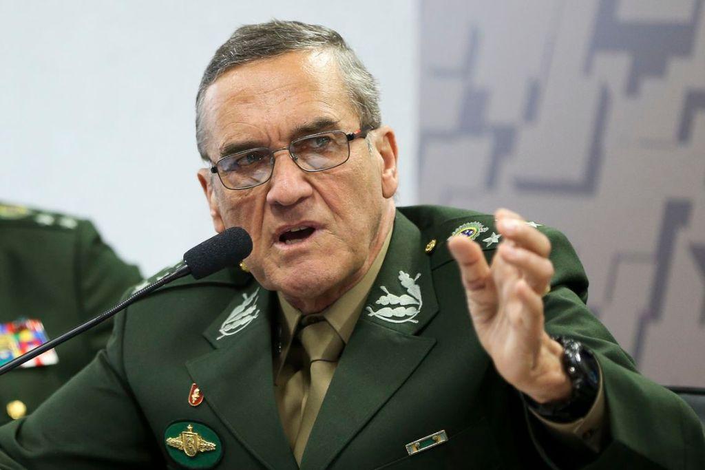 """Gen. Villas Bôas ironiza fala de Fachin sobre pressão no STF e diz """"3 anos depois"""""""