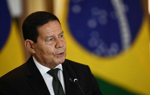 """""""Aqui qualquer coisa é impeachment. Deixa o cara governar!"""", diz Mourão"""