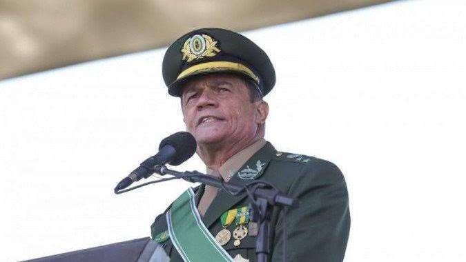 "Comandante do Exército pede que tropa tenha ""cautela com o que circula nas redes sociais"""