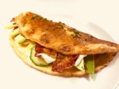Omelet med avokado og bacon