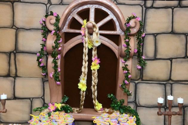 Painel com janela rapunzel