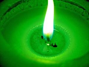 chama_verde_de_vela_diferente