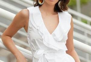 blusa transpassada em tricoline branca 53711 301 2 - A peça chave de qualquer guarda-roupa
