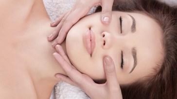 massagem facial rejuvenescedora11 - Disfarce o Cansaço Facial