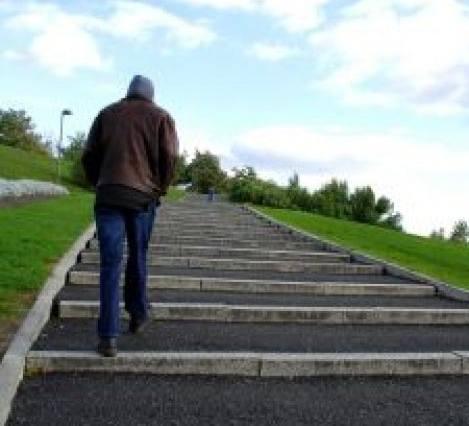 subir escadas 2645907 - Exercícios Para Quem Não Gosta de Academia