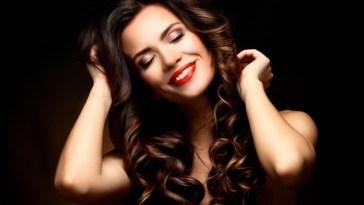 iStock 516068188 - Spray de Brilho para Cabelo Como age e como usar