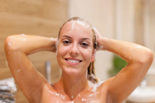 iStock 000044755790 Small 621x413 - Massagem Capilar Fortalece e Relaxa
