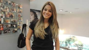d6c0e34e8540f10a142c21f0e70959cb - Novo visual: Bruna Marquezine decide ficar loira