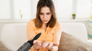 iStock 622212162 - Queda Capilar excessiva nas Mulheres - Porquê?