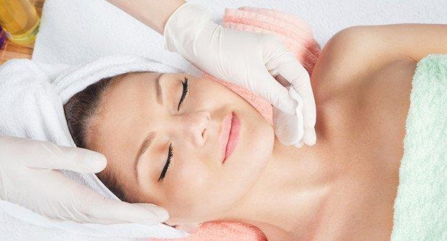 limpeza de pele 650x350 - Limpeza de pele e seus benefícios