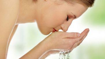 lava rosto - Como lavar o rosto de maneira correta?