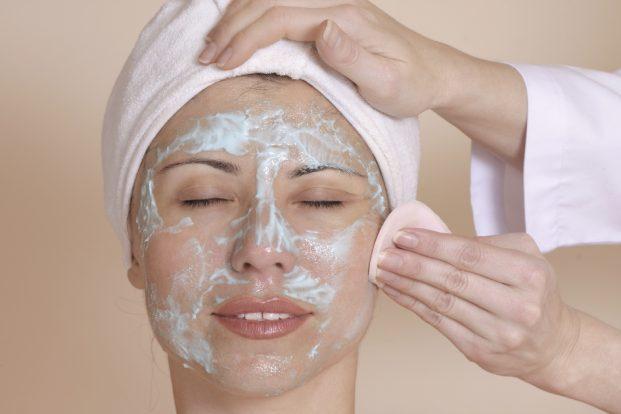 iStock 000000299405 Medium 621x414 - Como cuidar da pele nos dias quentes?