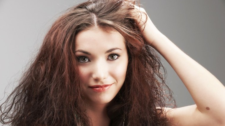 cabelo ressecado - Condicionador a seco chega ao mercado
