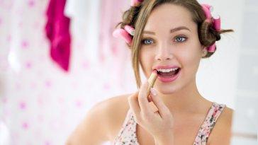 iStock 000058537428 Small - Cachear o cabelo em casa - Saiba como fazer