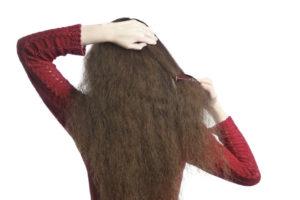 Combing Hair 000018448419 Large 300x200 - Como hidratar cabelos ressecados pelo frio