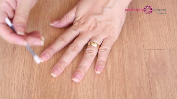 IMG 00013 2 621x349 - Truque para não borrar as unhas