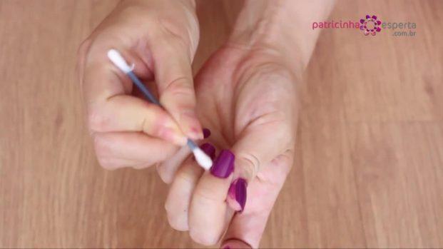 IMG 00033 621x349 - Truque para não borrar as unhas