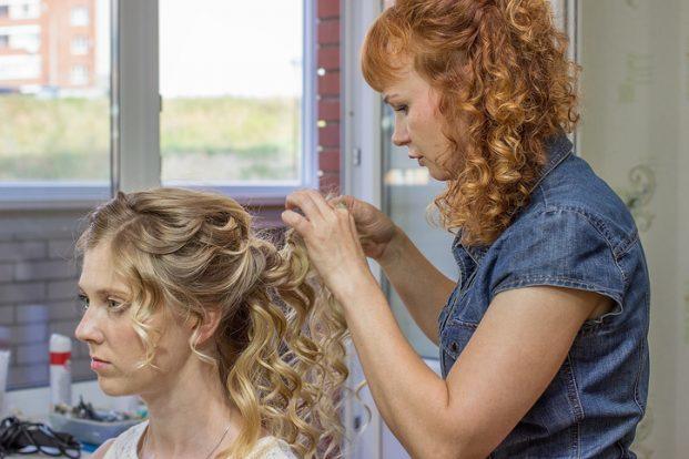 iStock 621992410 621x414 - Como arrumar o cabelo cacheado em transição?
