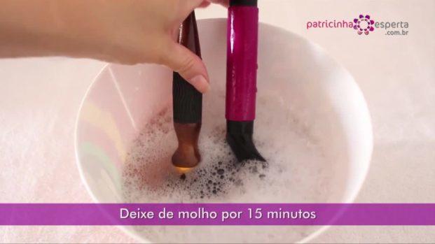 IMG 00025 1 621x349 - Evite a oleosidade capilar – Lave as escovas