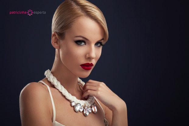 beautiful blonde with the necklace picture id480682051 621x414 - Penteados Para Madrinhas De Casamento 2017