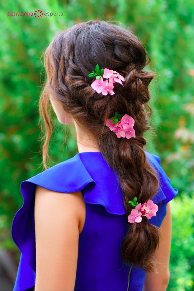 beautiful brunette hairstyle back view picture id586201296 - Penteados Para Madrinhas De Casamento 2017