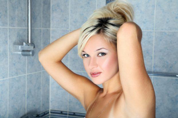 iStock 000007484164 Small 621x413 - Como Lavar o Cabelo Descolorido?