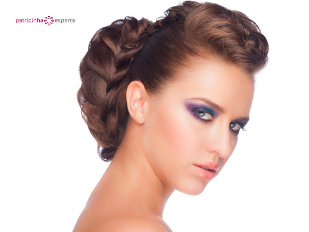 woman with professionally done makeup and hair picture id463786629 621x466 - Penteados Para Madrinhas De Casamento 2017
