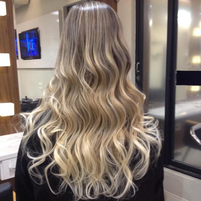 caroleone 12256867 907344289373549 349629773 n 1 - Mega Hair De Fita Adesiva: Diferença, Cabelos, Manutenção