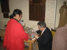patgrick_madrid_signingbooks