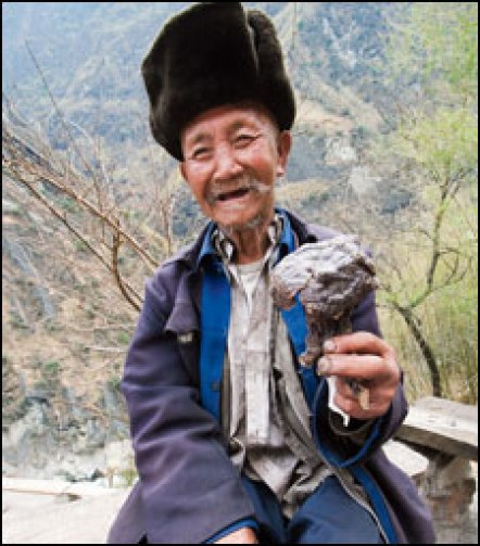 Traditional medicine for sale in the Yangtze's Tiger Leaping Gorge