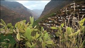 The village of Baoshan, 800 feet above the Yangtze