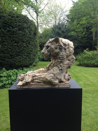Panther bust at the garden exhibition Latem Gallery ©2014