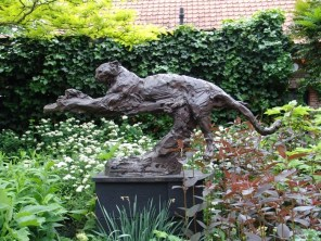 Panther on branch at the garden exhibition Latem Gallery ©2014