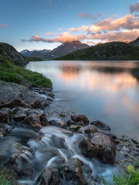 Glücksgefühle! Es hat geklappt! Bei diesem Bild von einem kleinen Bergsee im Berneroberland konnte ich meine Bildidee umsetzen.