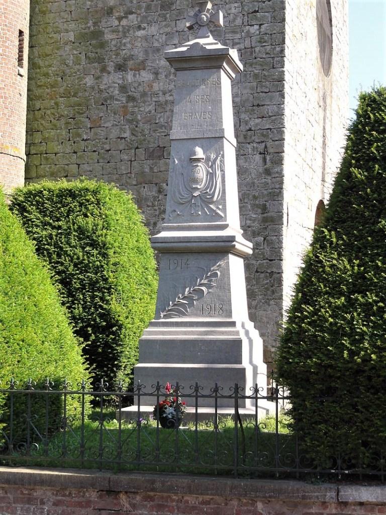 L'attribut alt de cette image est vide, son nom de fichier est 800px-Beaudignies_Nord_Fr_monument_aux_morts.jpg.