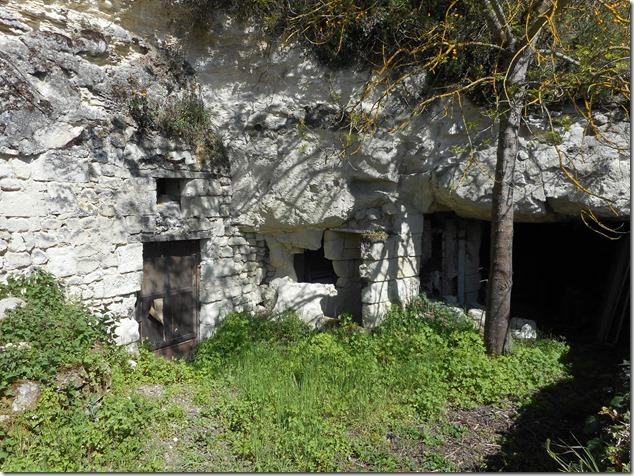 Ancien habitat troglodyte à Saumoussay, sur Saint-Cyr-en-Bourg (49)