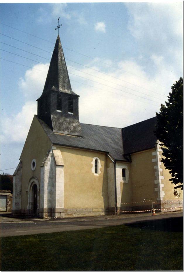La petite église romane très remaniée de Saint-Michel-de-Volangis (Cher, 18)
