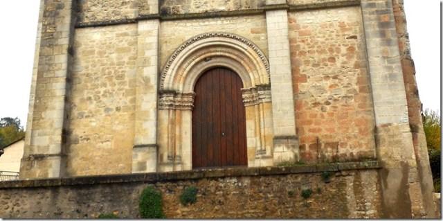 Façade ouest de l'église Saint-Vincent d'Orbigny (37)