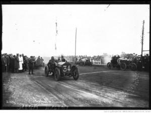 25-6-12, circuit de Dieppe, Hanriot sur Lorraine-Dietrich (n° 34) et Wyse sur Arrol-Johnston (n° 36) [au départ]