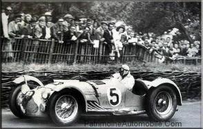 Louis-rosier-conduit-jusquà-la-victoire-de-son-talbot-lago-t26-gs-grand-prix-dans-les-24-heures-du-mans-de-1950-300x191 Talbot T26C Divers