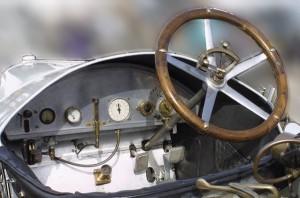 1913-mercedes-cockpit