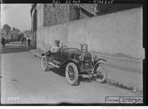 21-5-21-Le-Mans-Porporetto-i.-e.-Jean-Porporato-sur-Hinstin-Grand-Prix-de-la-consommation-organisé-par-lAutomobile-Club-de-lOuest-300x221 Hinstin CC1 1920 Cyclecar / Grand-Sport / Bitza Divers