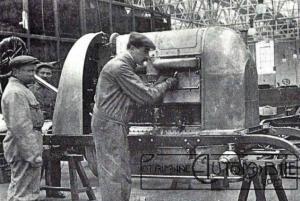 """fiat-300hp-moteur-300x201 FIAT S76 """"Bête de Turin"""" (1911) Divers"""