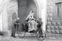 Bertha-Benz-driving-the-Benz-Patent-Motor-Car-1886-300x200 Femmes au volant... Autre Divers