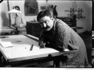 Zuccarelli-à-sa-table-de-dessin-chez-Peugeot-300x224 La Peugeot des Charlatans (GP 1912) Divers