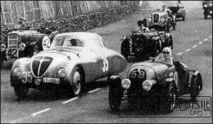 A-droite-la-Simca-5-modifiée-n°-59-dAmédée-lors-des-24-Heures-du-Mans-de-1937-300x175 Simca 5 Spécial Cyclecar / Grand-Sport / Bitza Divers