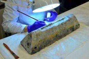 Restauración del lingote de plomo del Bou Ferrer en el MAN.