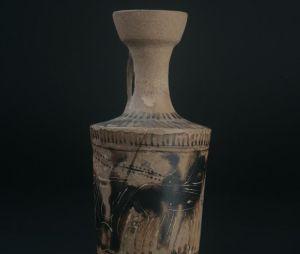 Detalle de una pieza de la colección de Juan Cuadrado, encontrada en Villaricos, que podrá verse en la muestra.   La Voz.