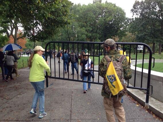 Veterans Remove Barricades from Memorials and Bring Them to WH